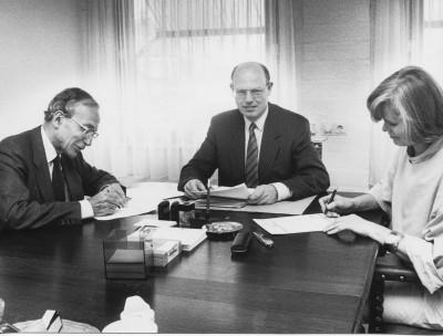 1987 ondertekening oprichtingsakte 24-4