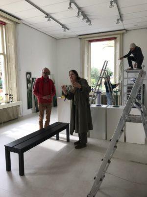 De expositie van Juul Kortekaas inrichten