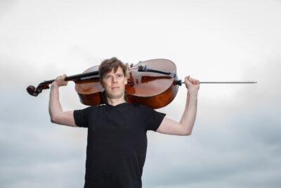 Joachim Eijlander met zijn cello